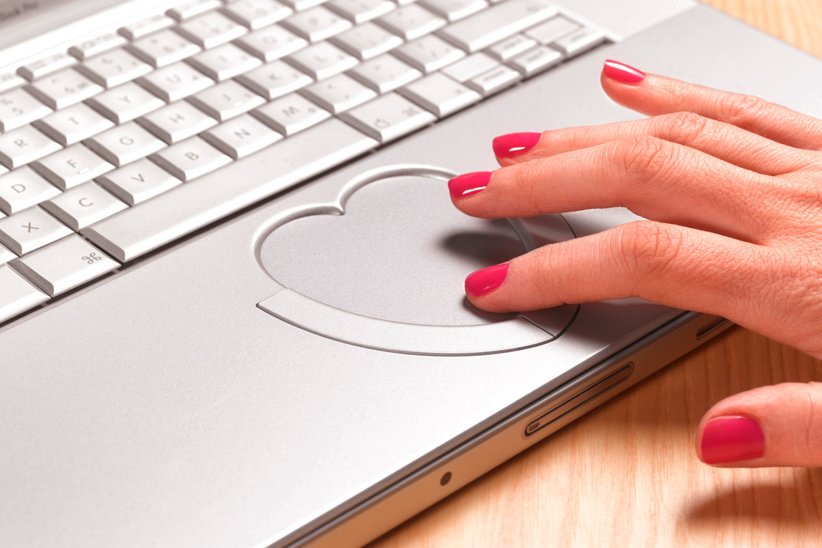 A third of online daters in Britain said 'I love you' before meeting