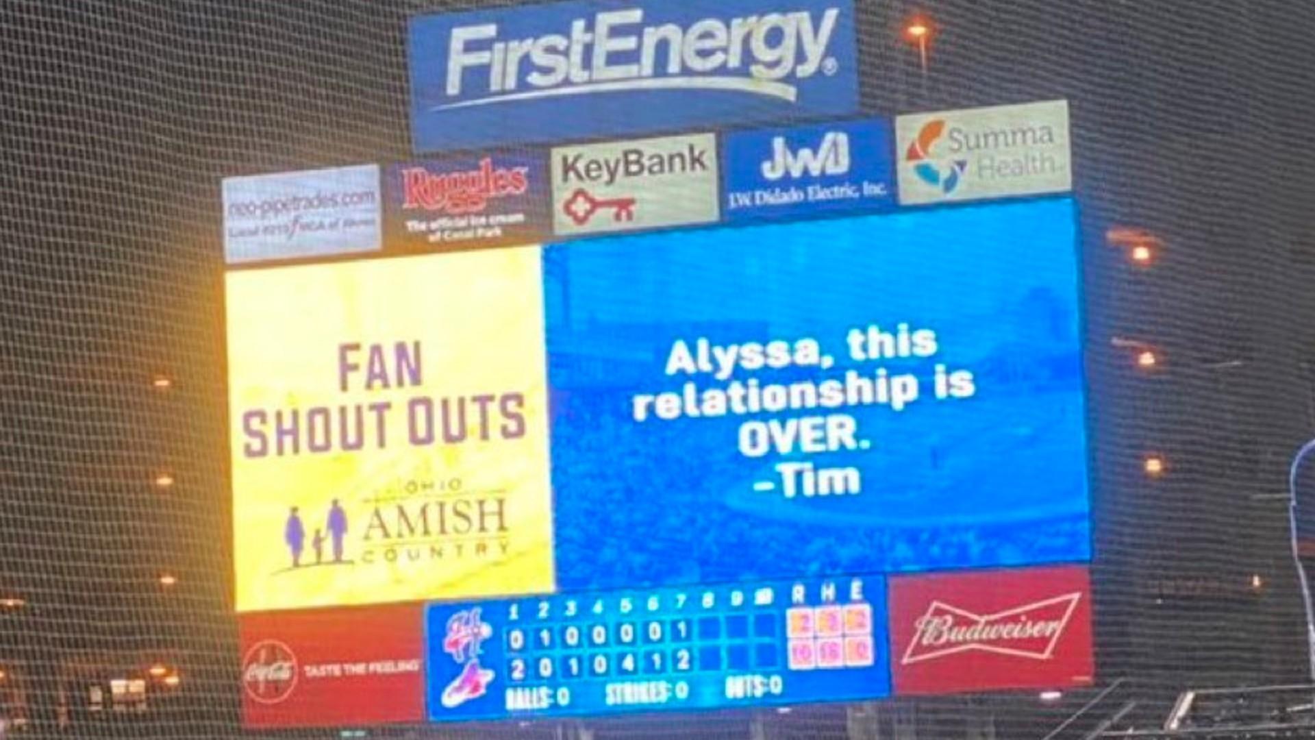 Man breaks up with girlfriend via Jumbotron: 'Alyssa, this relationship is OVER'